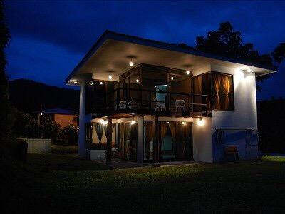 Firefly Retreat. Luxury & Private Home with Volcano and Lake view.