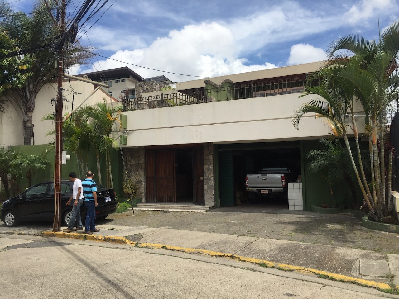 Great Comercial Property in one of the most exclusive areas of San Jose!!